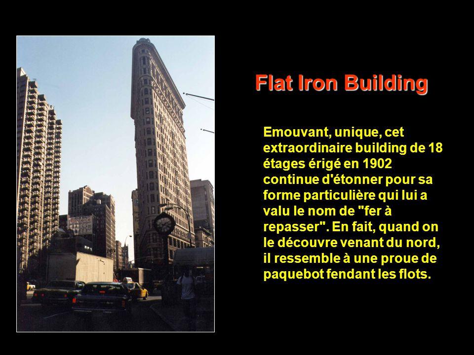 En 1933, l'Empire State Building a beau être le plus grand immeuble du monde (381 mètres), fleuron de l'art déco de New York, il n'est qu'un gratte- c