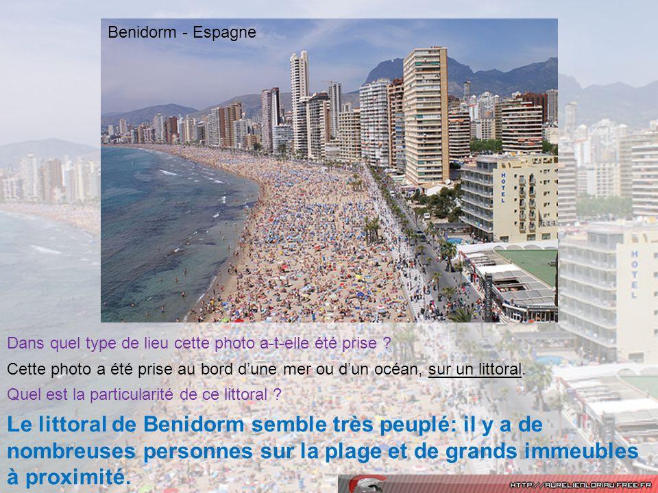 Dans quel type de lieu cette photo a-t-elle été prise ? Cette photo a été prise au bord dune mer ou dun océan, sur un littoral. Quel est la particular