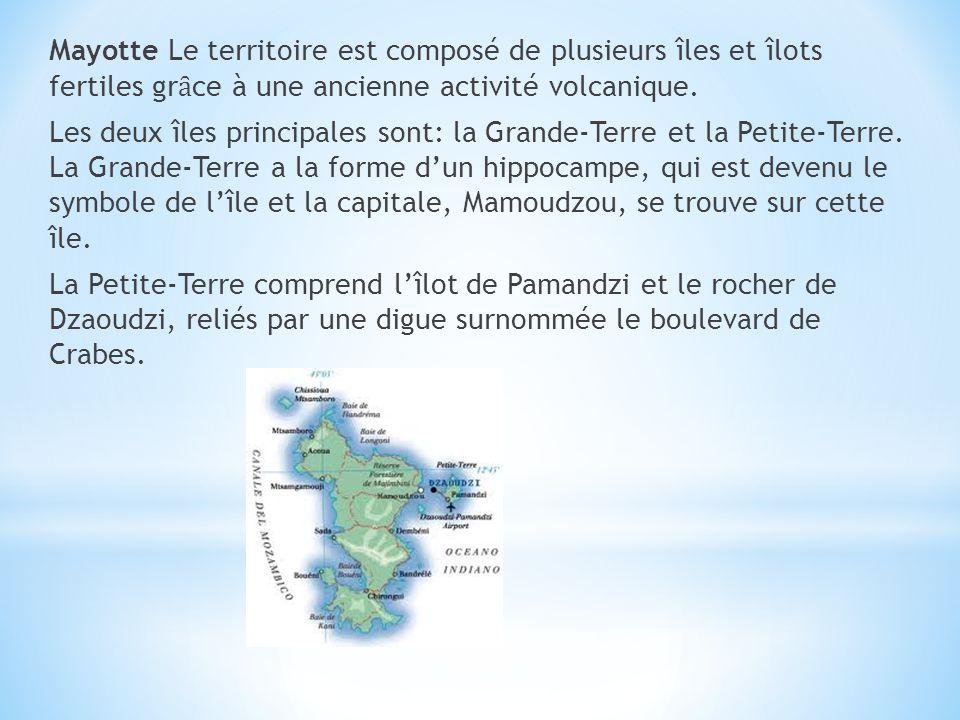 Mayotte Le territoire est composé de plusieurs îles et îlots fertiles gr ȃ ce à une ancienne activité volcanique. Les deux îles principales sont: la G