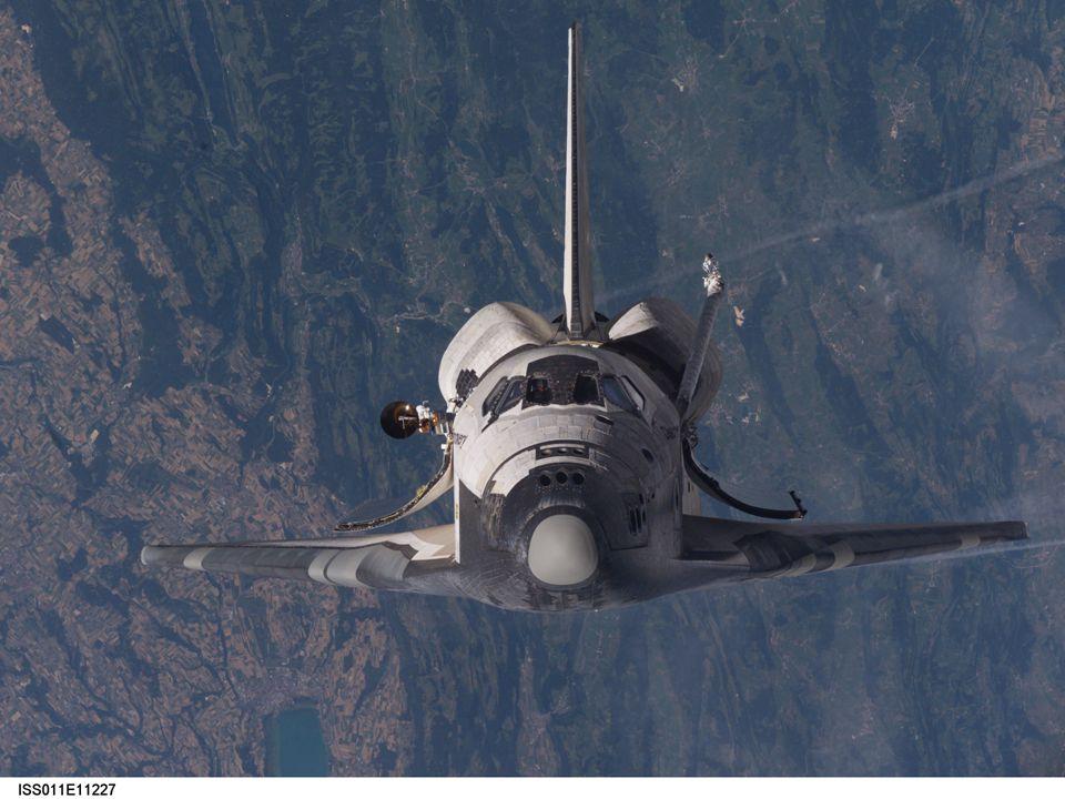 Au premier abord, il ne sagit que de la vue de face de la navette DISCOVERY; si vous regardez bien, vous pouvez même apercevoir la tête dun astronaute