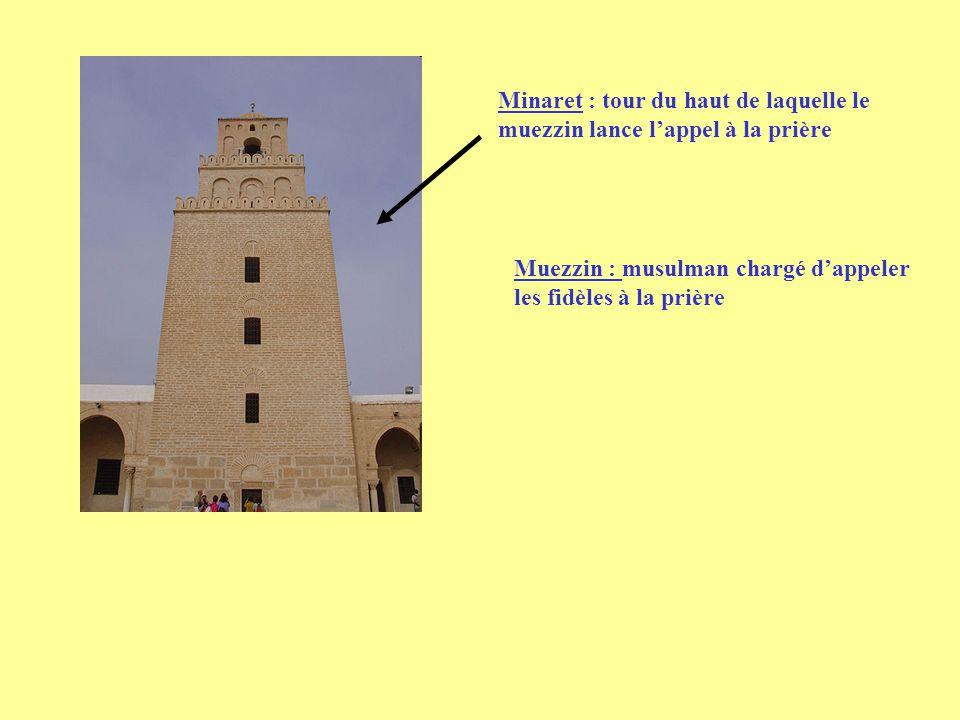 Minaret : tour du haut de laquelle le muezzin lance lappel à la prière Muezzin : musulman chargé dappeler les fidèles à la prière