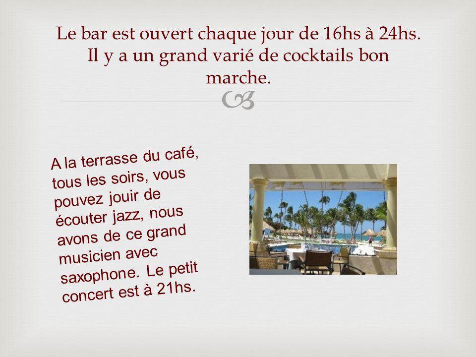 Le bar est ouvert chaque jour de 16hs à 24hs. Il y a un grand varié de cocktails bon marche.