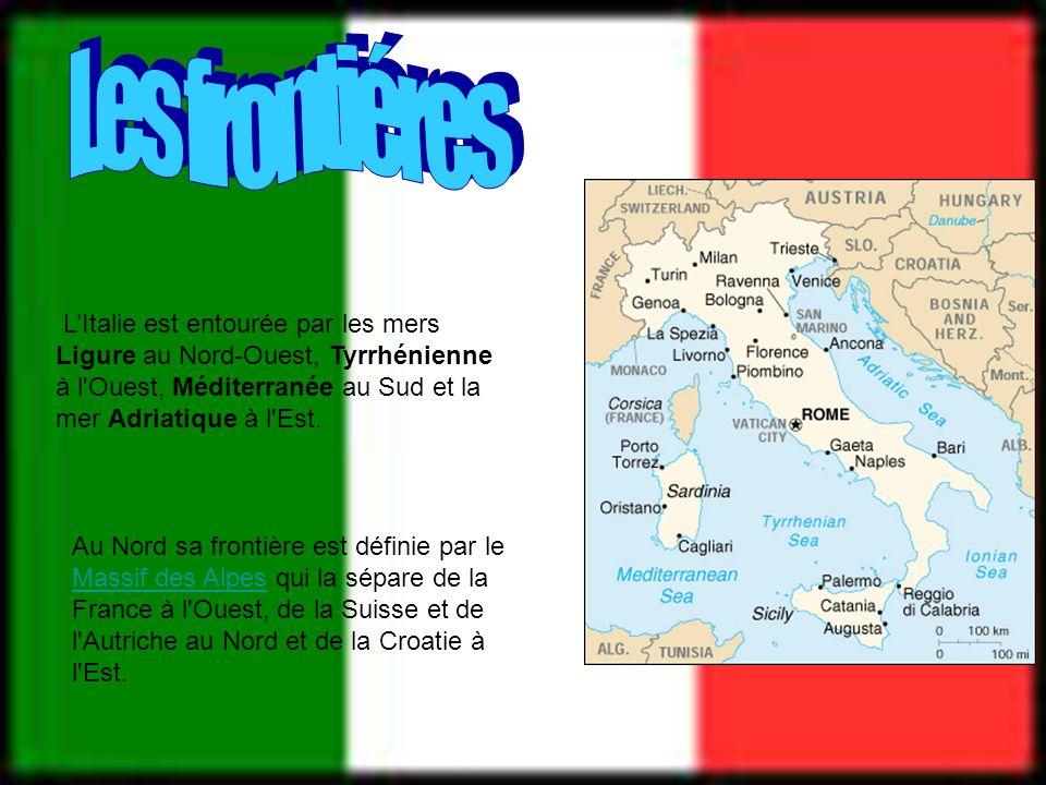 LItalie est entourée par les mers Ligure au Nord-Ouest, Tyrrhénienne à l'Ouest, Méditerranée au Sud et la mer Adriatique à l'Est. Au Nord sa frontière