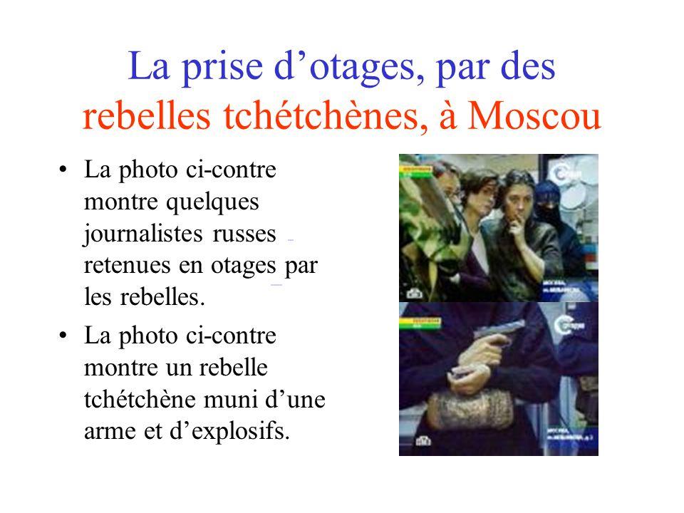 La prise dotages, par des rebelles tchétchènes, à Moscou La photo ci-contre montre quelques journalistes russes retenues en otages par les rebelles.