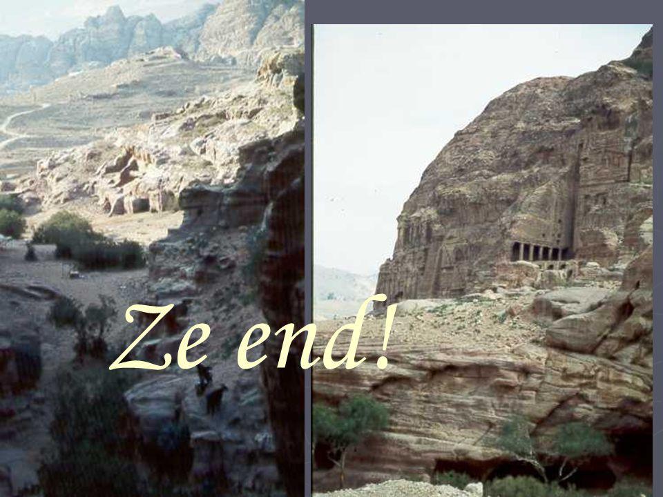 A lentrée du Ciq, cet énorme monolithe dont On ne connaît la raison….