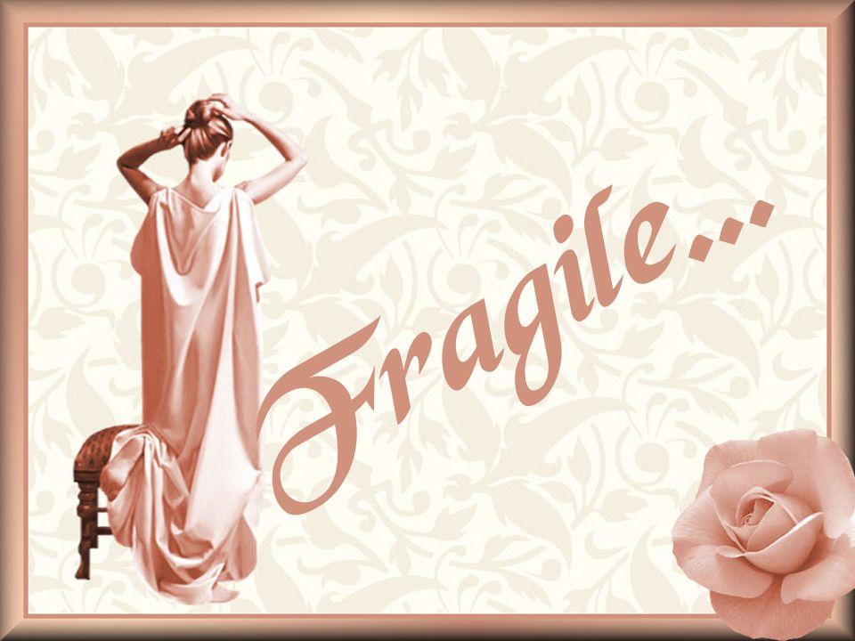 Fragile et tourmentée… Je nai pas vu ma jeunesse passer… Jai lu, écrit, dessiné et rêvé… Pour aider le temps à défiler… Dans ma chambre, jai souvent pleuré… Pour calmer ma détresse et vite oublier… Jalet…Pourquoi…