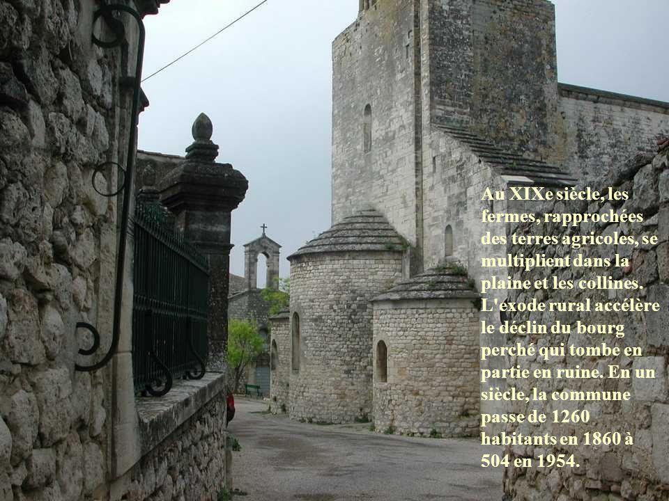 La vie du village est, pendant des siècles, rythmée par les activités agricoles et artisanales. Au XVIe siècle, Antoine Escalin dit le Poulin, ambassa