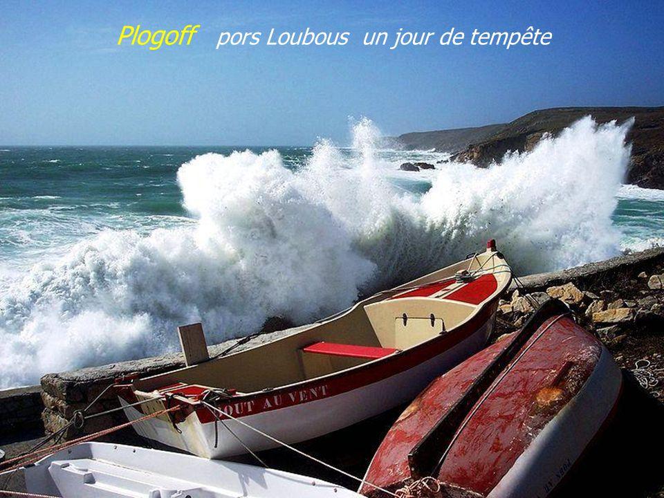 Le port Léglise Î l e de S e i n