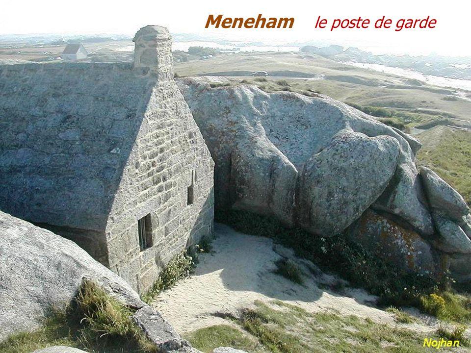 Le phare de Pontusval. Brognogan - Plages. LAnse de Pontusval. La côte des légendes.