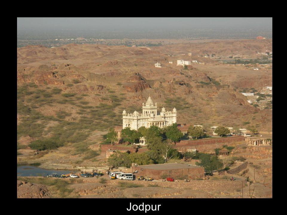 17 Taj Mahal, Agra. Vu du côté est