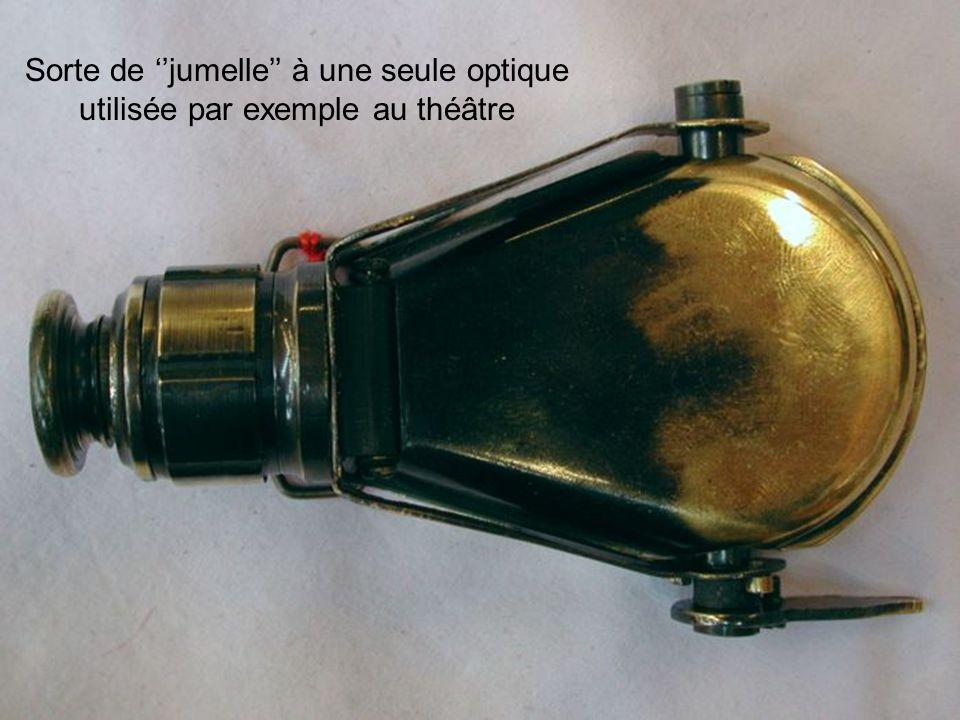Sorte de jumelle à une seule optique utilisée par exemple au théâtre