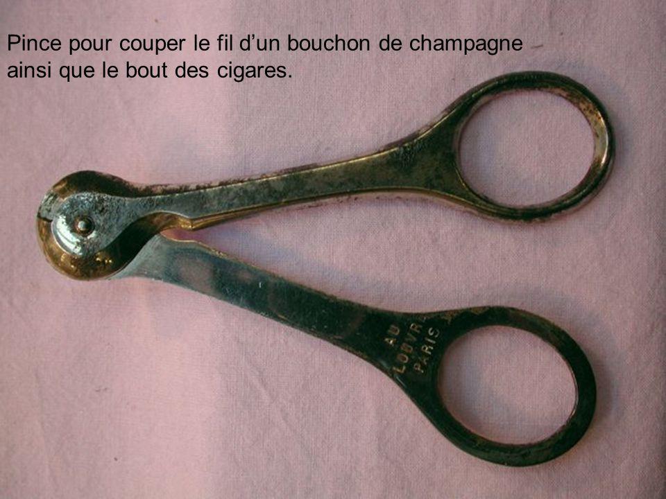Pince pour couper le fil dun bouchon de champagne ainsi que le bout des cigares.