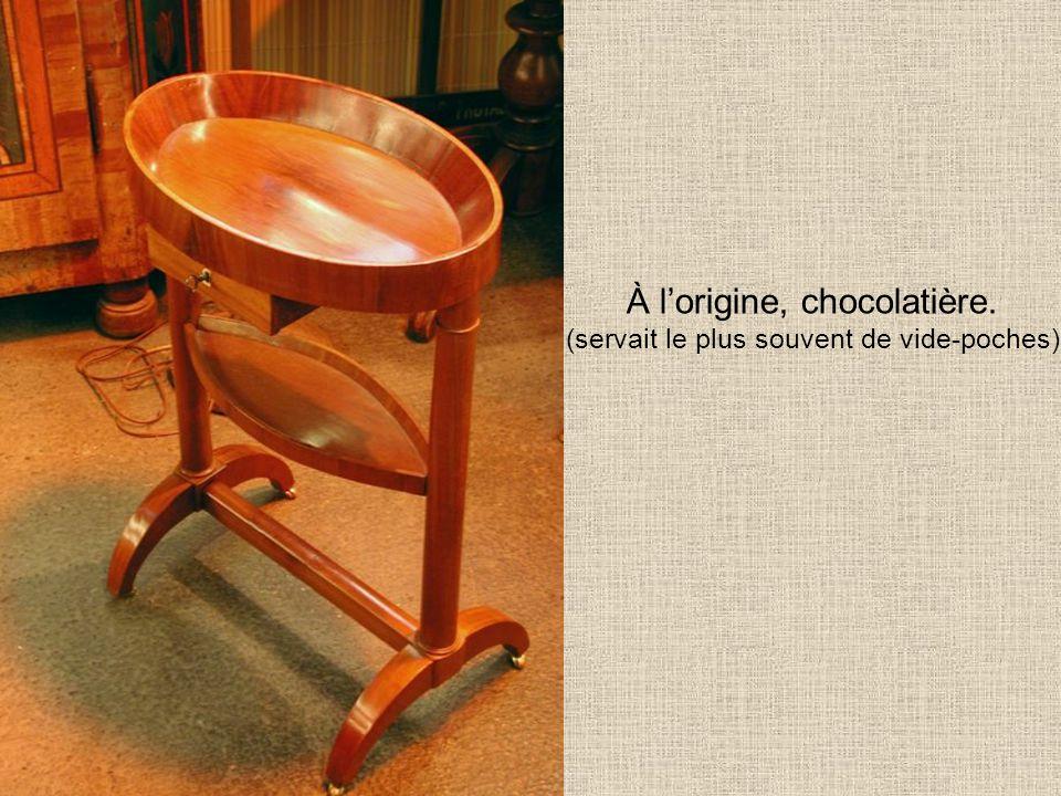 À lorigine, chocolatière. (servait le plus souvent de vide-poches)
