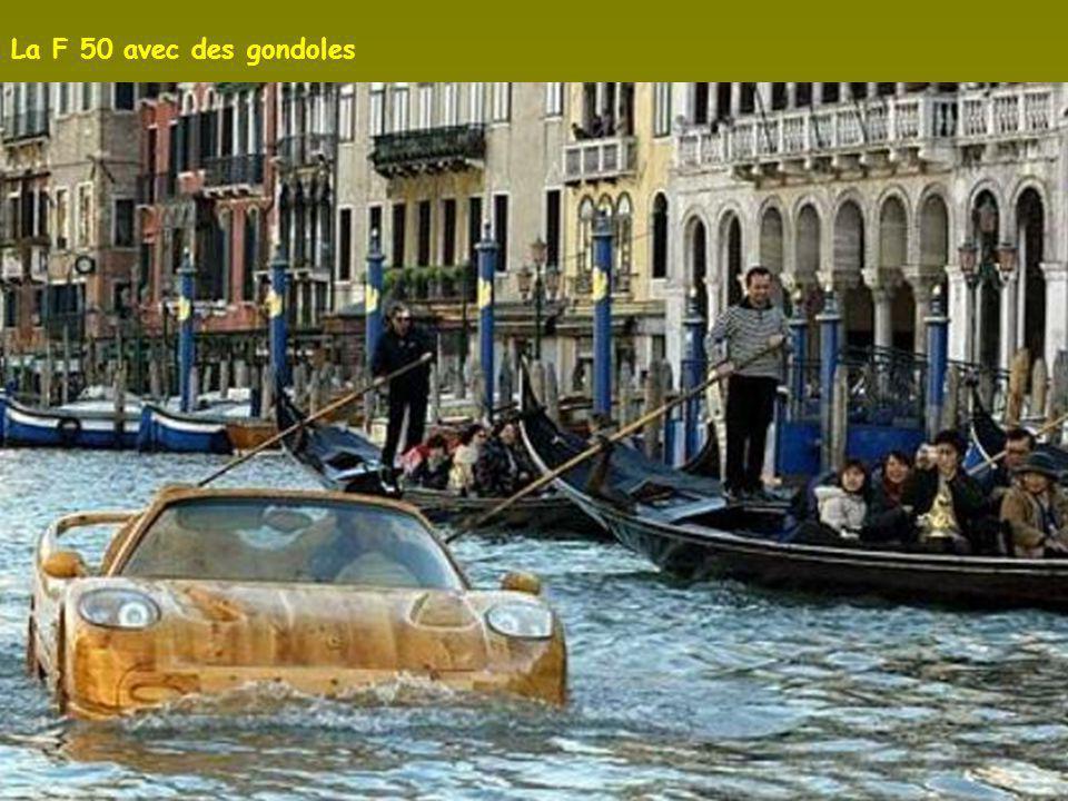La F 50 à Venise. Tout est en bois même l intérieur