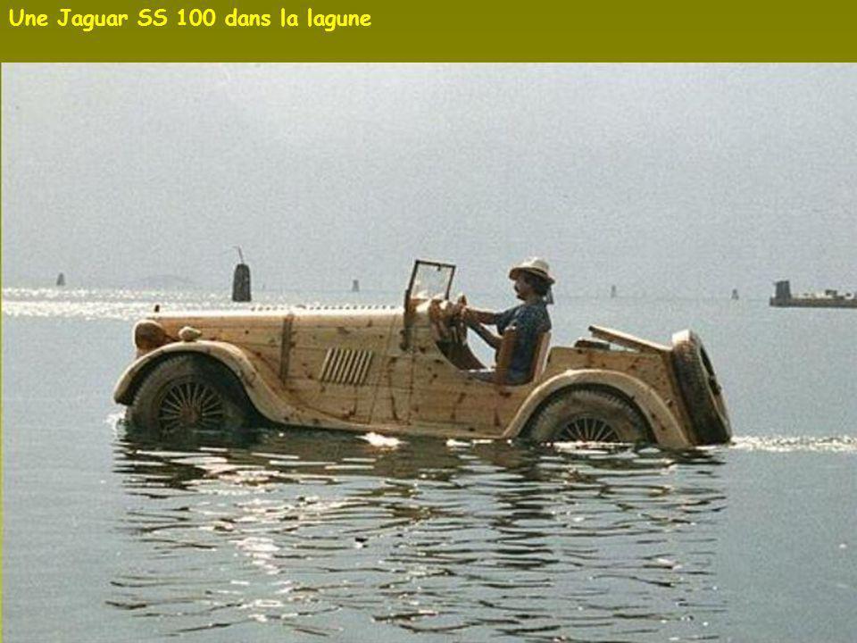 Certaines œuvres ne flottent pas comme cette Fiat Topolino