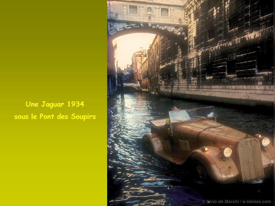 Une Jaguar SS 100 dans la lagune
