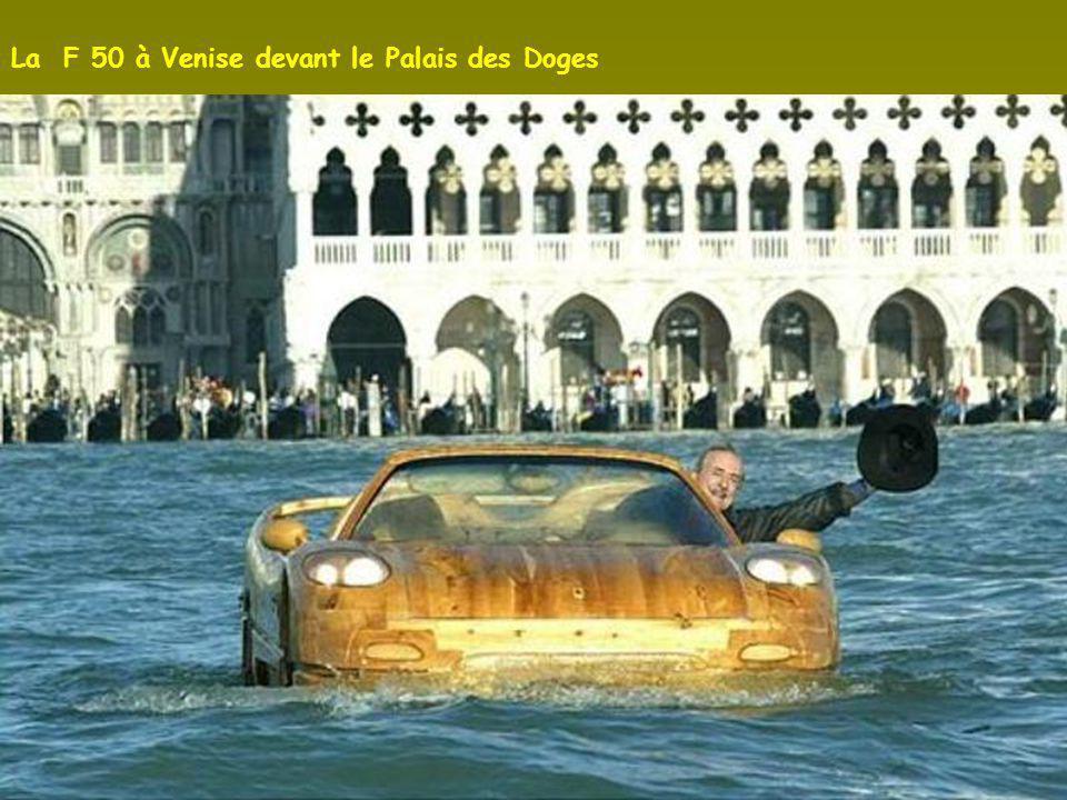 La F 50 à Venise devant le Palais des Doges