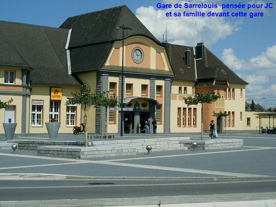 Gare de Sarrelouis pensée pour JC et sa famille devant cette gare