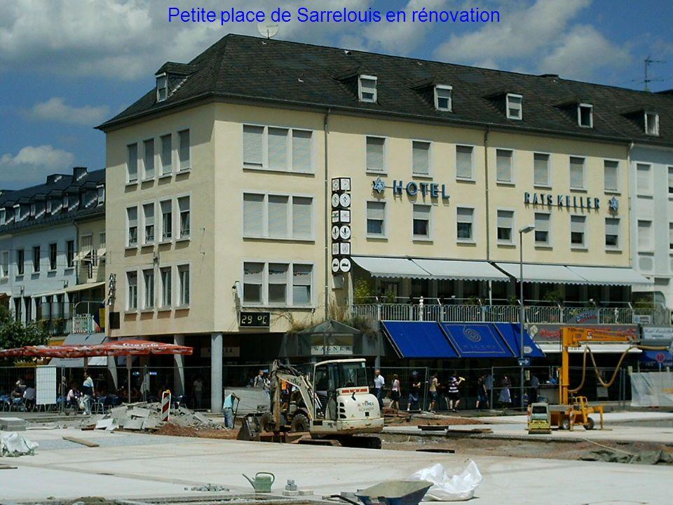 Petite place de Sarrelouis en rénovation