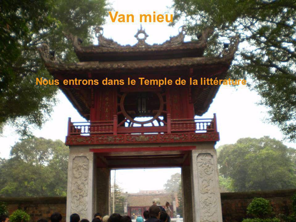 Mausolée bâti à la mémoire dHo Chi Minh