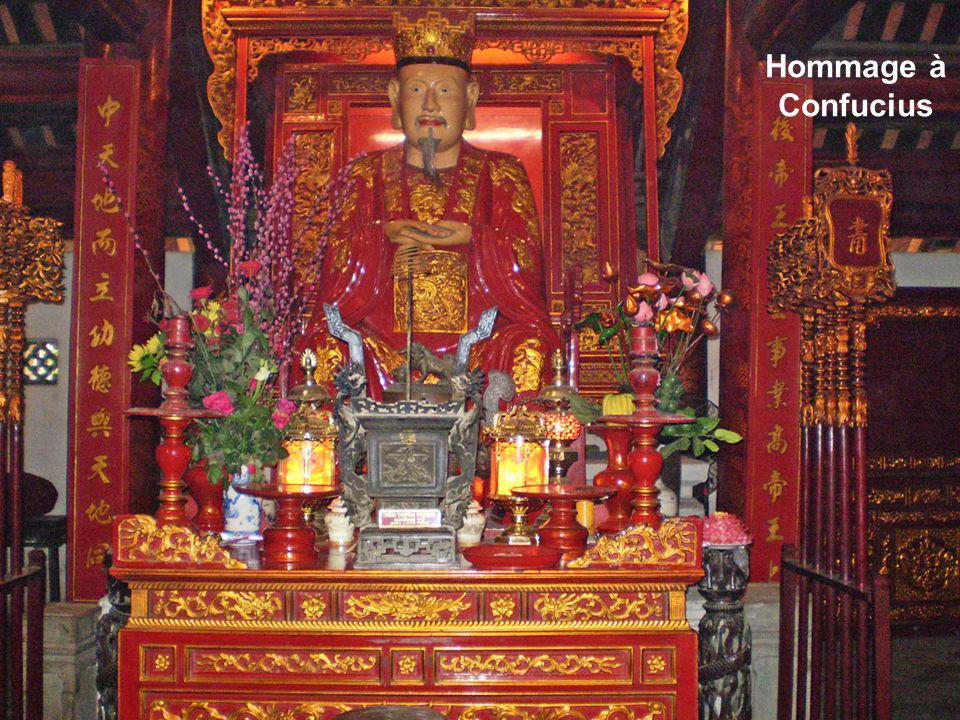 Vouée à Confucius, cette Institution assurait léducation des Princes et des Nobles. Lenseignement était axé sur la maîtrise des classiques confucéens.