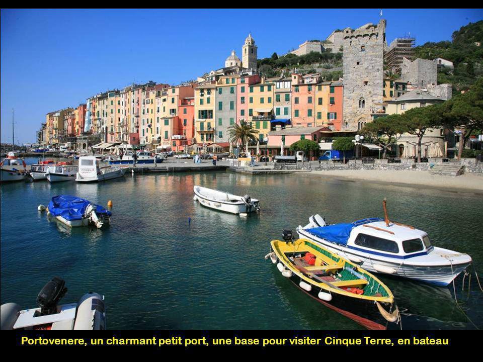 Portovenere, un charmant petit port, une base pour visiter Cinque Terre, en bateau