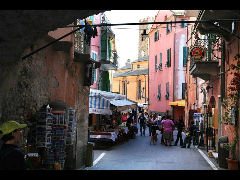 Cinque Terre: charme des allées du village de Monterosso al Mare.