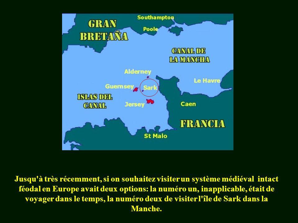 Jusqu à très récemment, si on souhaitez visiter un système médiéval intact féodal en Europe avait deux options: la numéro un, inapplicable, était de voyager dans le temps, la numéro deux de visiter l île de Sark dans la Manche.