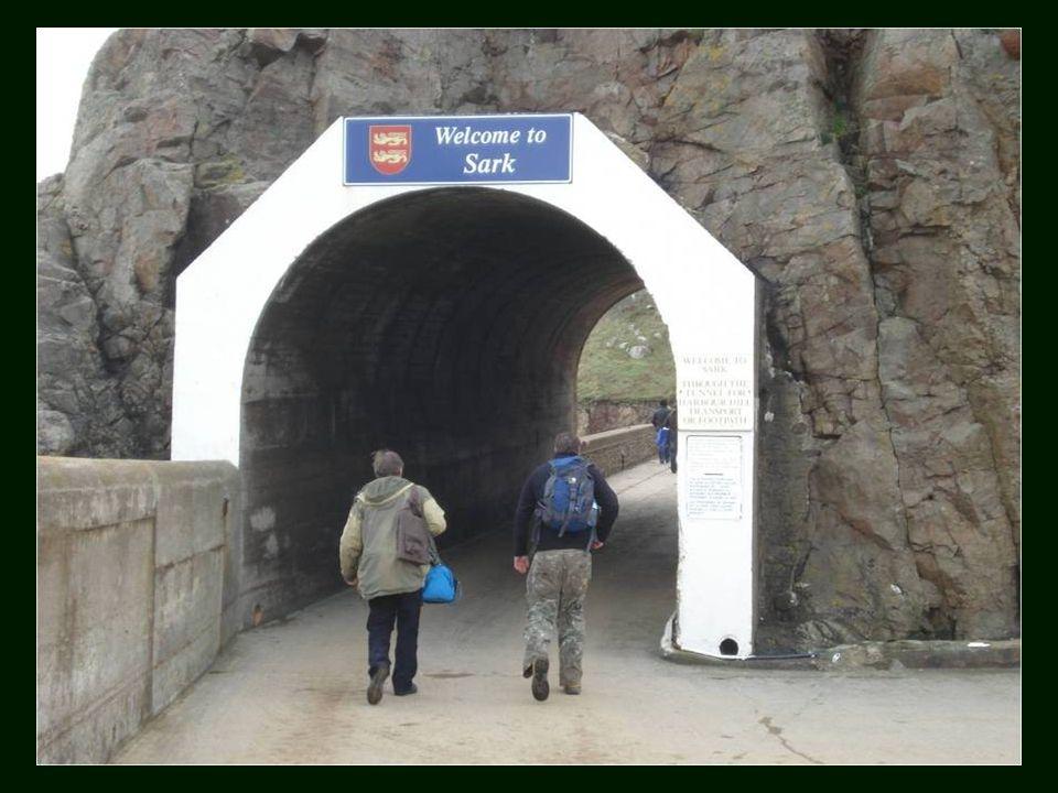 Considéré comme un dernier bastion du passé, le Moyen Age a résisté pour se retirer de l île de Sark.