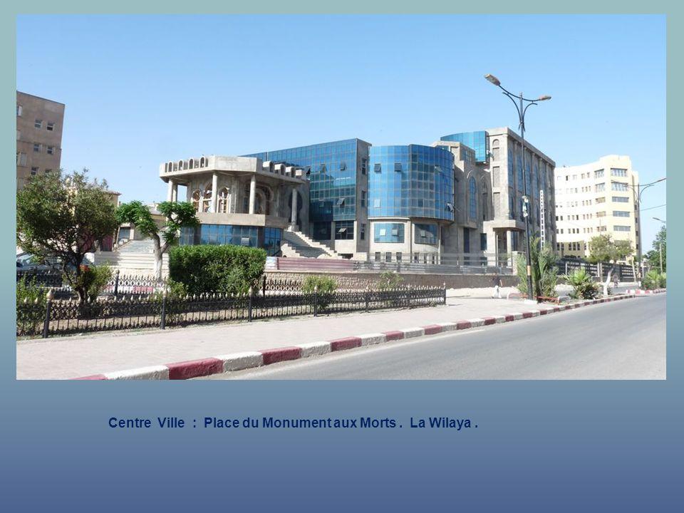 Centre Ville : Place du Monument aux Morts. La Wilaya.