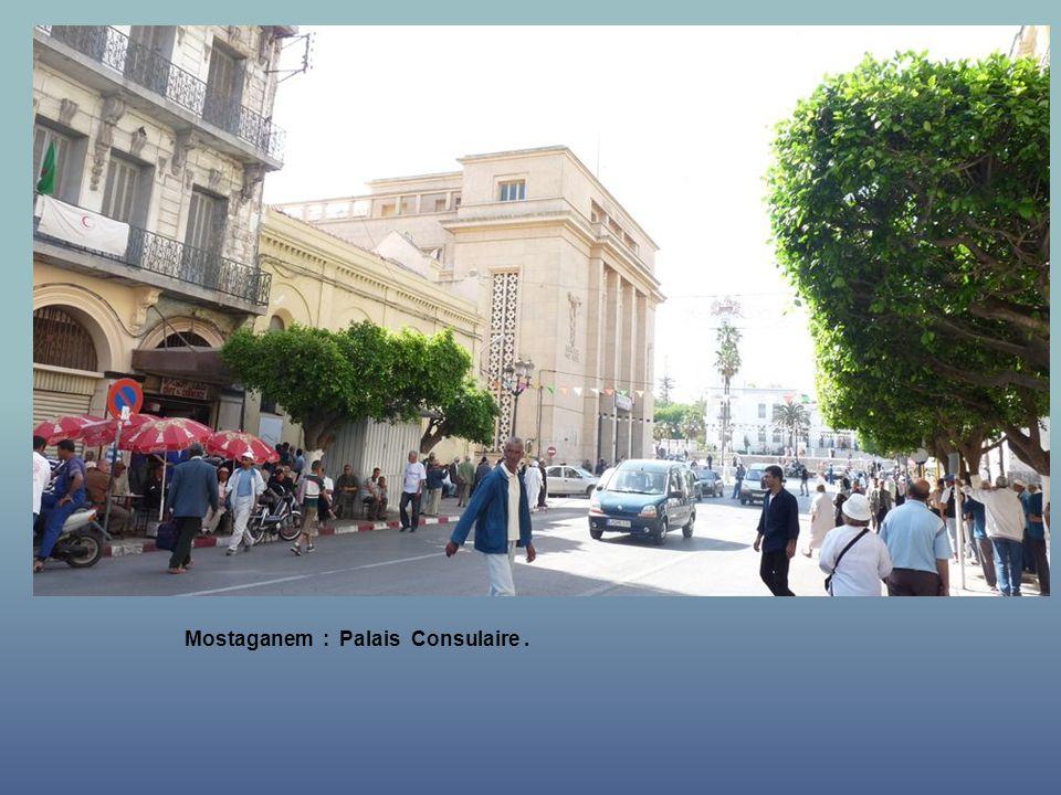 Mostaganem : vers la Mairie.