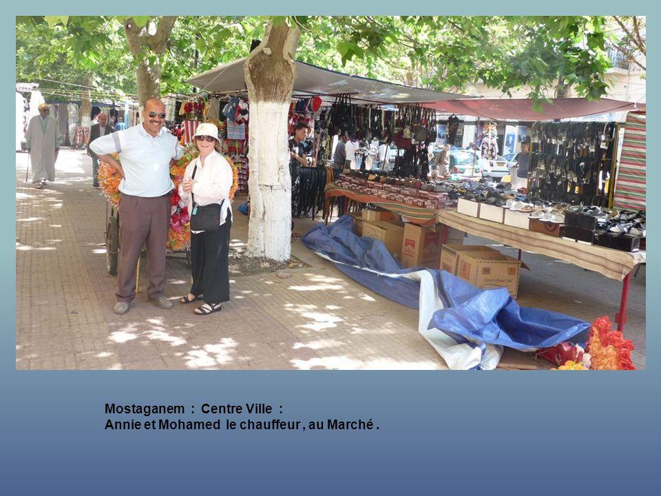 Mostaganem : Centre Ville : Avec le marchand de Friandises.
