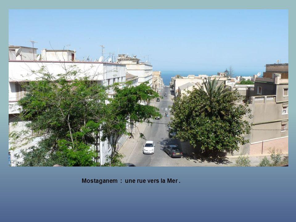 Vue sur Mostaganem de lesplanade.
