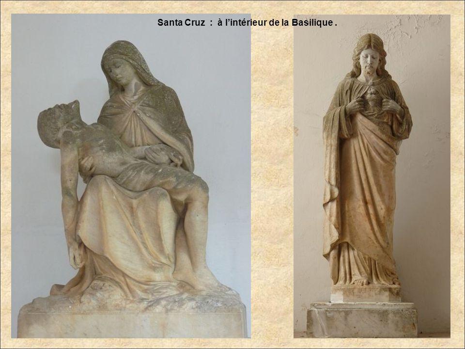 Santa Cruz : La Basilique - Intérieur.