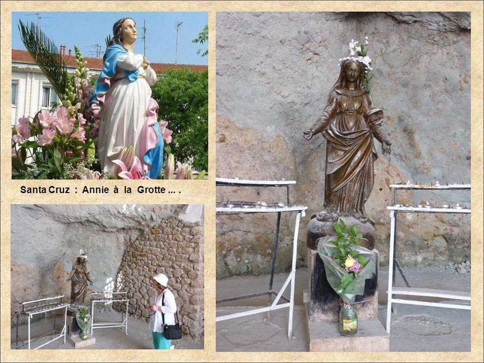 Santa Cruz : à lintérieur de la Basilique.