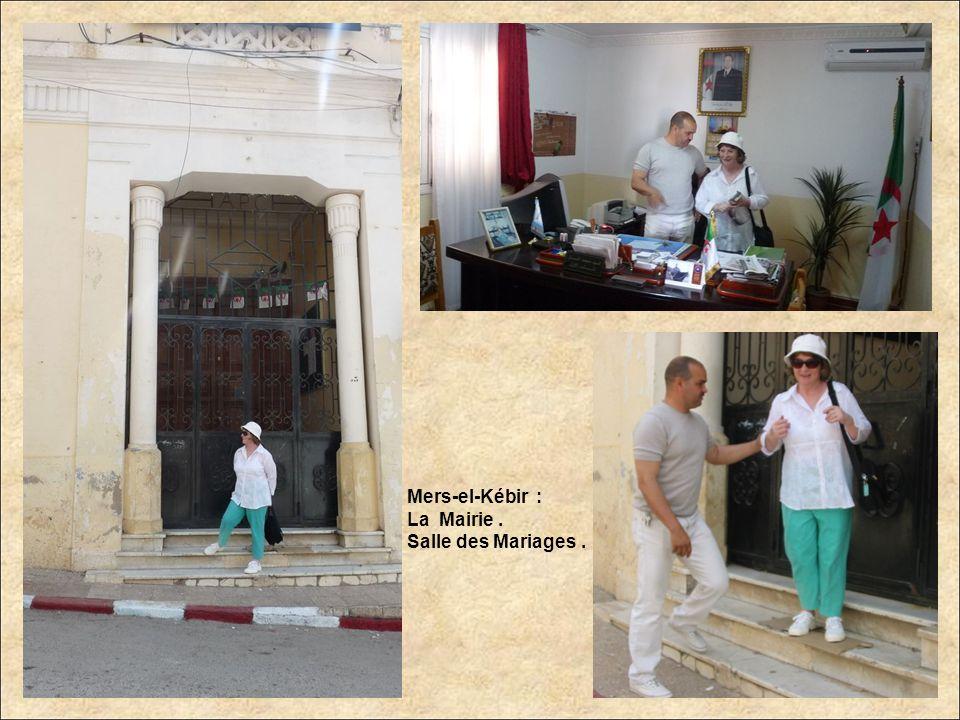 Mers-el-Kébir : Escalier qui mène à la salle des mariages de la Mairie.