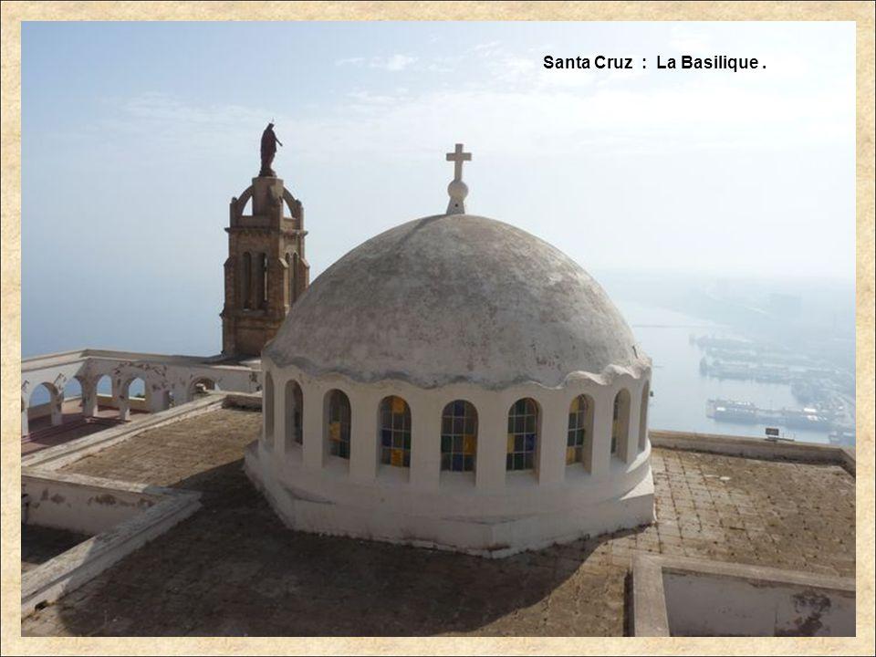 Santa Cruz : La Basilique.