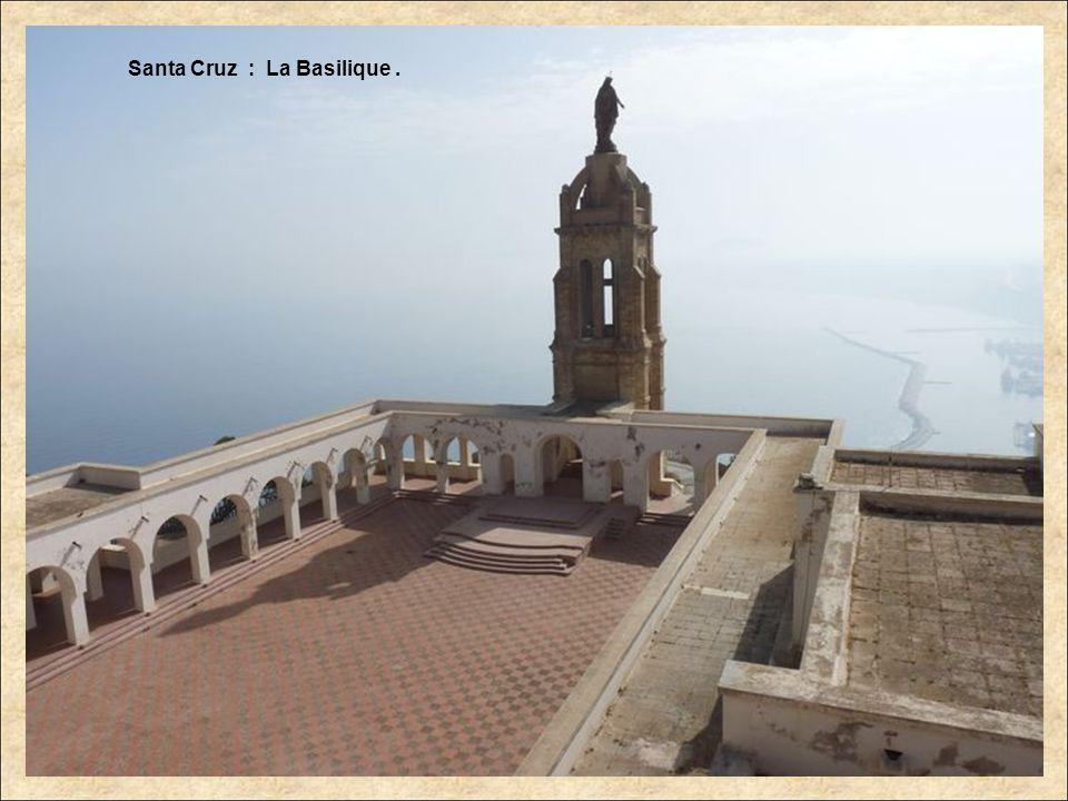 En descendant de Santa Cruz : Fort Lamoune. Minaret.