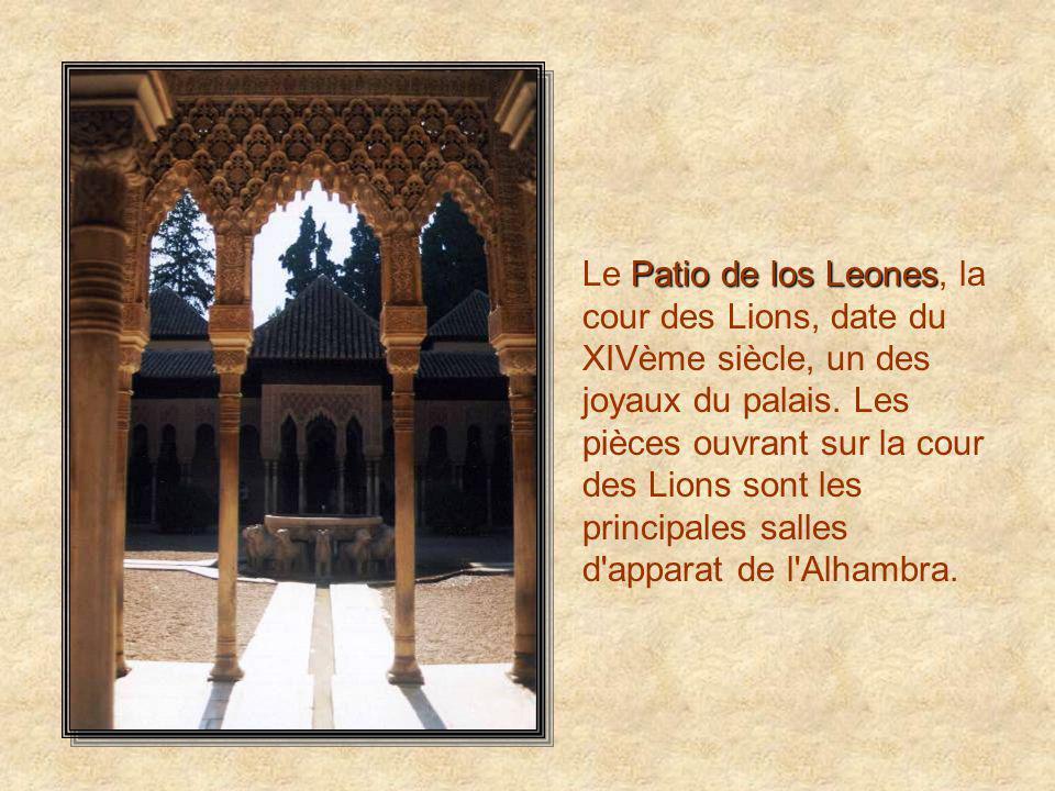 Parador Le Parador vu des jardins de l'Alhambra. Ce fut un diplomate américain, Washington Irving, qui évoqua pour la première fois l'image romantique