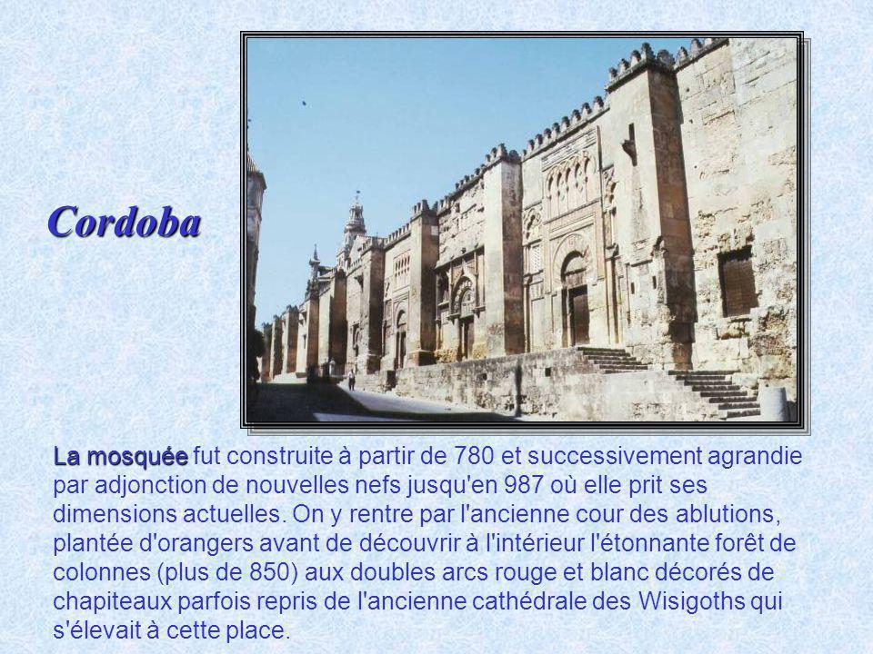 Guadalquivir Cité romaine, capitale des Emirs et des Califes, Cordoue, située sur la rive du Guadalquivir au centre d'une fertile région consacrée à l