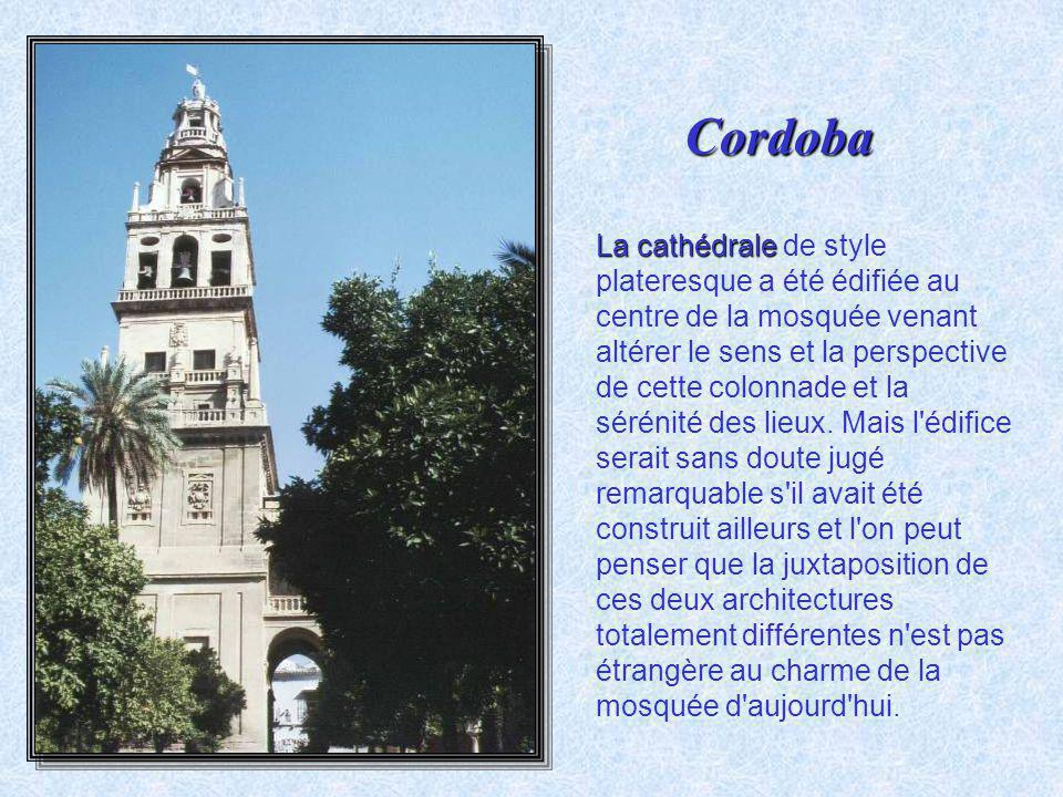La Juderia Mezquita La Juderia est l'ancien quartier juif. C'est le quartier le plus connu de Cordoue, avec ses ruelles blanches et fleuries et ses me