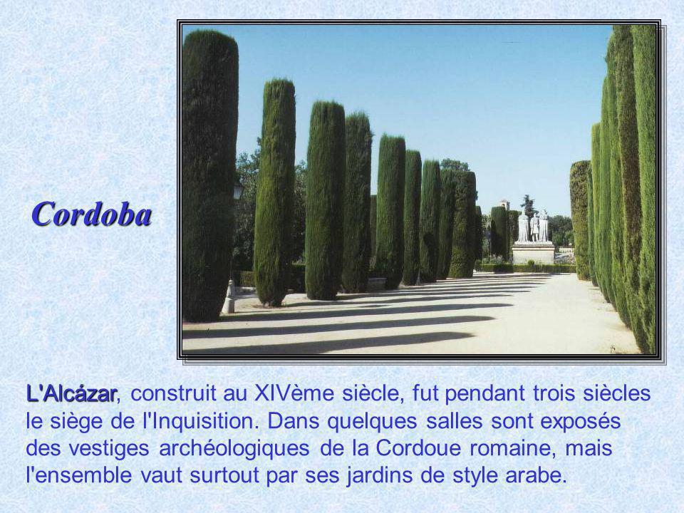Guadalquivir Pont au-dessus du Guadalquivir. Capitale des émirs d'Al Andalus dès 719, siège de la dynastie des Omeyyades à partir de 756, la ville fut