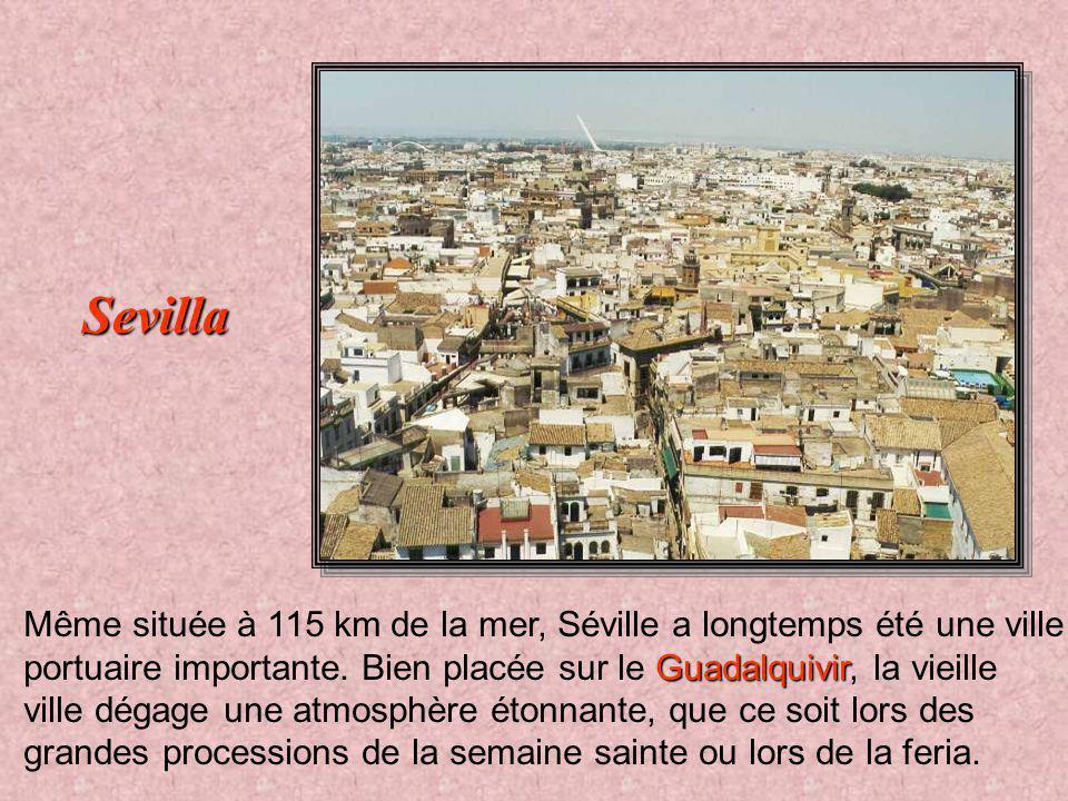Capitale de l'Andalousie Capitale de l'Andalousie, Séville est redevenue chrétienne en 1248 et à la splendeur de son époque arabe est venu s'ajouter l