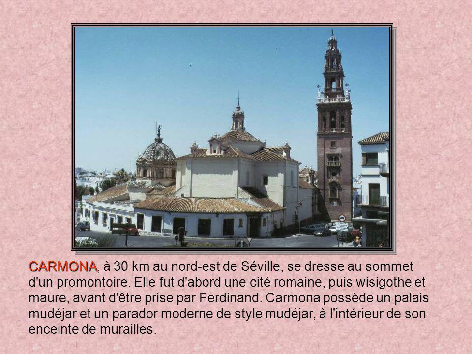 Plaza de España Un hémicycle pour deux mondes : la Plaza de España Sevilla