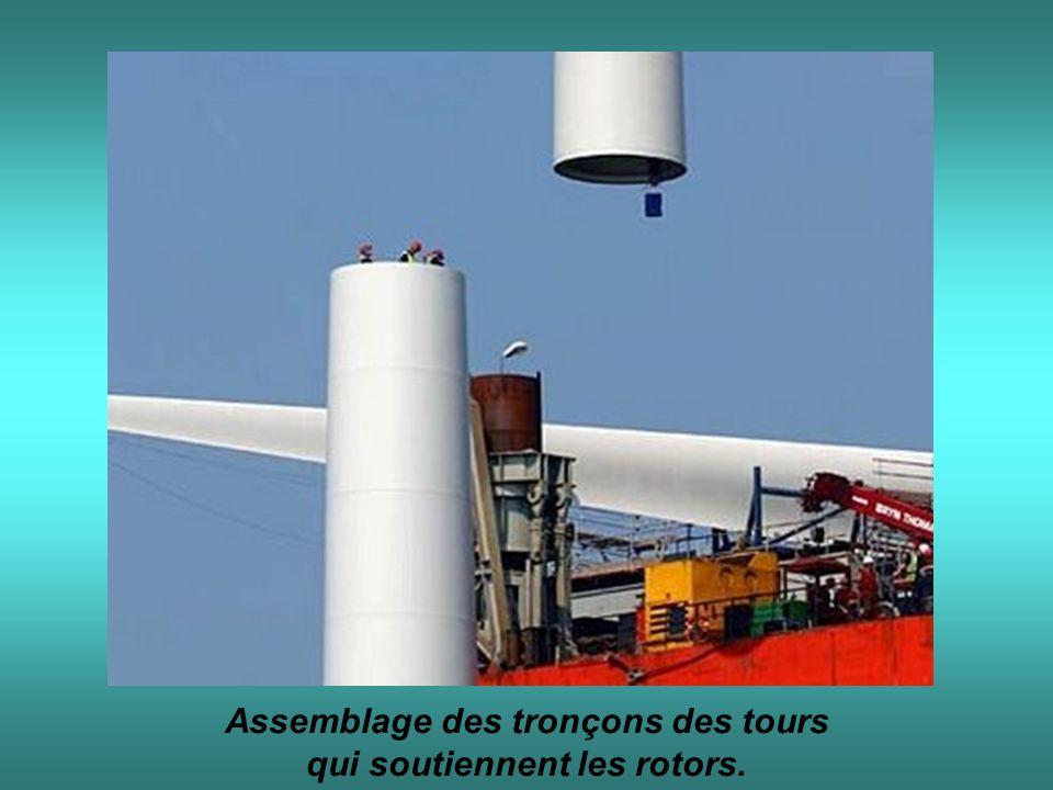Assemblage des tronçons des tours qui soutiennent les rotors.