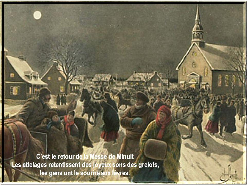 Cest le retour de la Messe de Minuit Les attelages retentissent des joyeux sons des grelots, les gens ont le sourire aux lèvres.