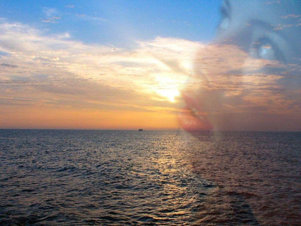 Ne craignez plus les nuages et l ombre… Malgré des périodes quelques fois sombres… Une erreur se convertit souvent en leçon… Il faut savoir en distinguer le bon… Mettez du soleil dans les replis de votre âme… Avec un Ciel si radieux… plus rien ne vous ébranle…