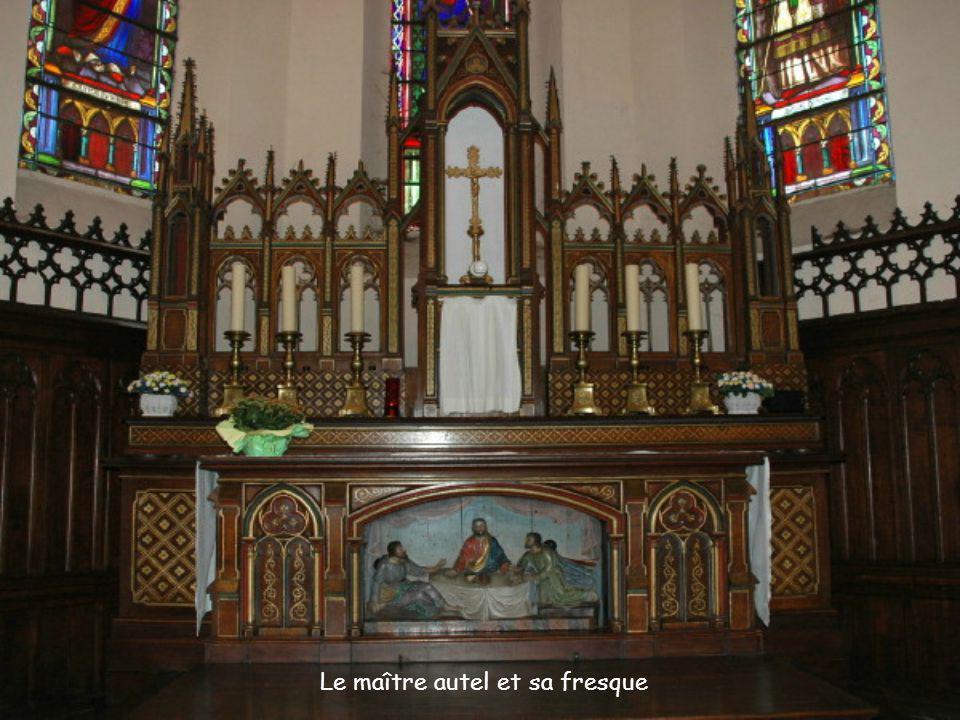 Le maître autel et sa fresque