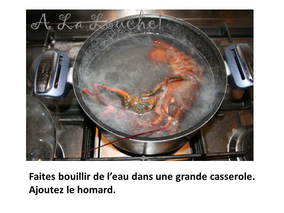 illi Faites bouillir de leau dans une grande casserole. Ajoutez le homard.