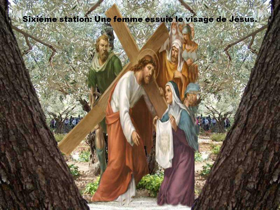 Seigneur, Fais-nous découvrir que nous pouvons, chacun à notre place, porter avec toi la croix de l'humanité, que nous pouvons à ta suite, être signe